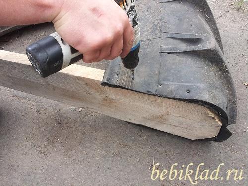 шурупы прикрутить доску к шине
