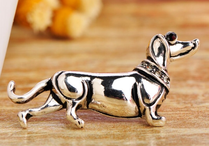 белая метал собака