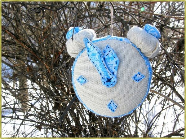 игрушка на елку из ткани