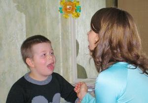 чистим зуби языком