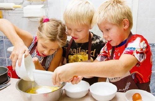 дети готовят сами