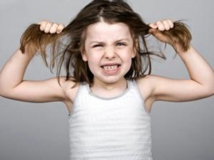 девочка злиться