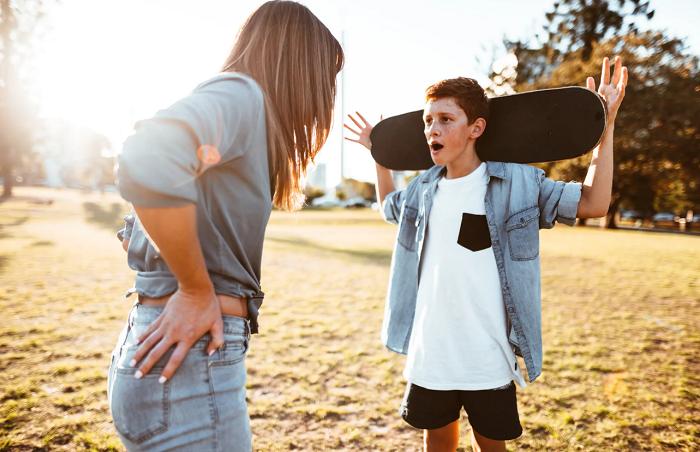 грубит родителям подросток