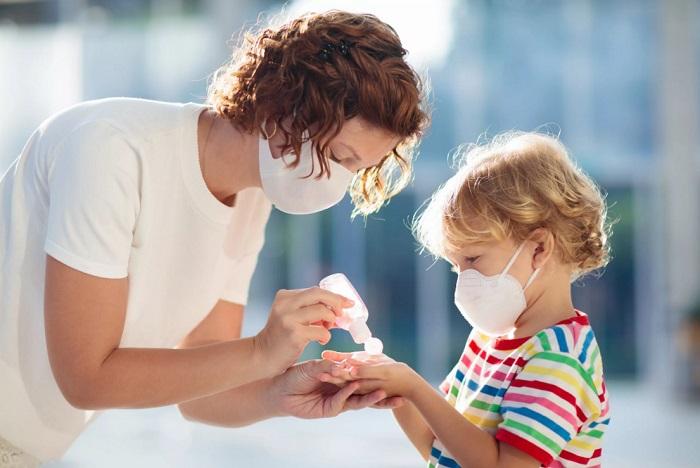 короновирус мама с дитем