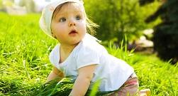 лето травка ребенок