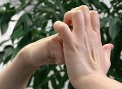 почему щелкают пальцы