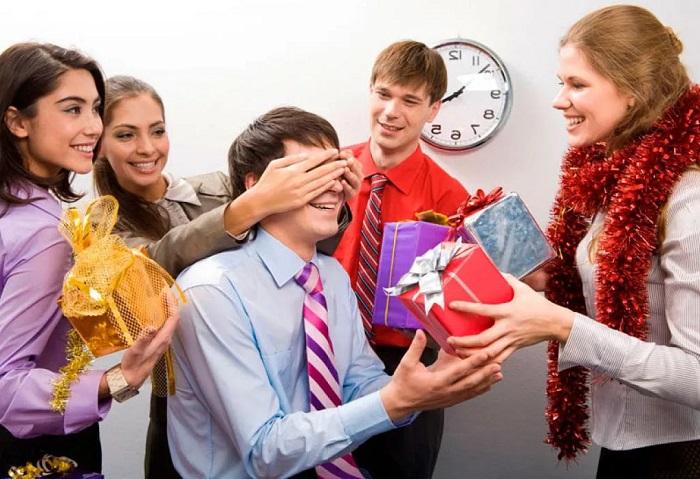 подарок новогодний коллеги