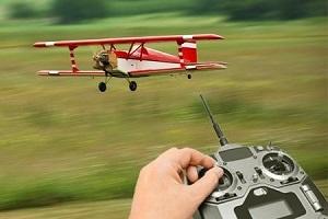 радиоправляемый самолет в подарок