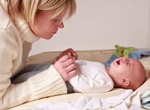 ребенок дрожжит когда плачет