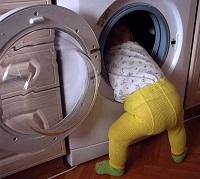 ребенок стирает
