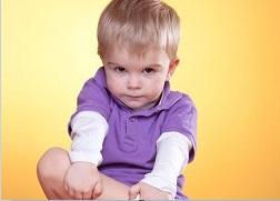Мальчик 2 лет постоянно трогает половой член