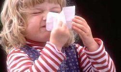 ребенок засунул в нос