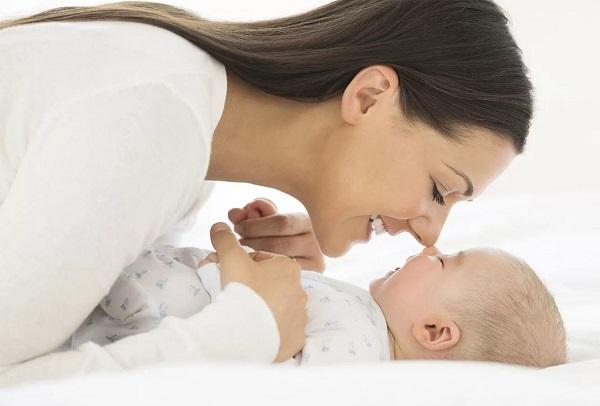 грудной ребенок и мама