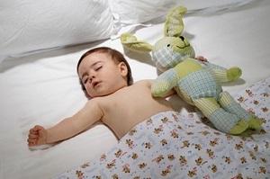 спит малыш