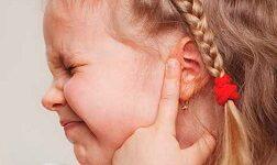 у ребенка болит ухо 3 года