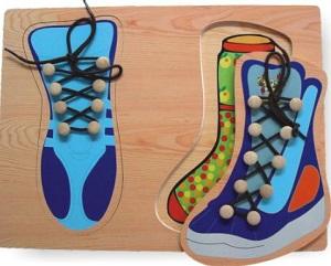 учисмся завязывать шнурки