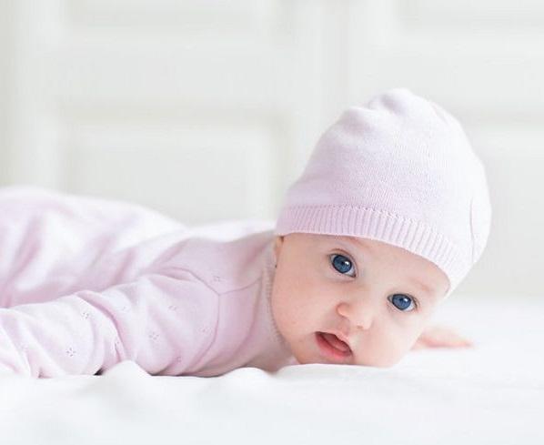 Когда малыш начать держать голову