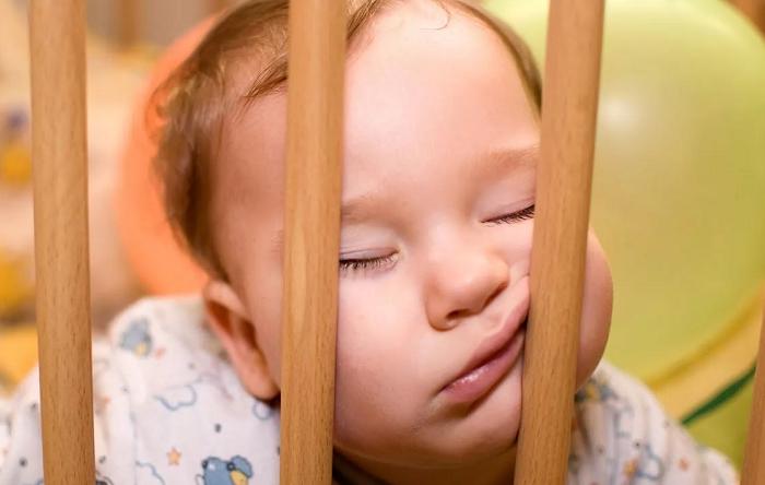 засыпает малыш